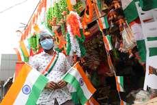 സ്വാതന്ത്ര്യ ദിനാഘോഷത്തിൻ്റെ ഭാഗമായി തൃശൂർ ന്യൂ ചർച്ച് റോഡിലെ കടയിൽ വില്പനക്കു വെച്ചിരിക്കുന്ന കൊടികളും തോരണങ്ങളും