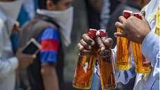 പരവൂര് നഗരസഭാ മാര്ക്കറ്റ് ഷോപ്പിങ് കോംപ്ലക്സില് കണ്സ്യൂമര്ഫെഡിന്റെ മദ്യവില്പ്പനശാല; പ്രതിഷേധിച്ച് ജനങ്ങള്