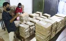 മൂല്യനിർണ്ണയം ആരംഭിക്കുന്ന പ്ലസ്ടു പരീക്ഷയുടെ ഉത്തരക്കടലാസുകൾ ഇരിക്കുന്ന മുറി സാനിറ്റൈസർ ചെയ്യുന്ന അദ്ധ്യാപകർ