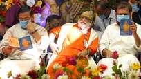 ശരണ മുഖരിതമായി സന്നിധാനം: ഹരിവരാസനം പുരസ്കാരം ഗായകന് വീരമണി രാജുവിന് സമര്പ്പിച്ചു