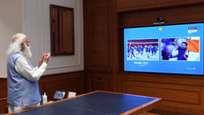 ടോക്യോയില് ഇന്ത്യന് അത്ലറ്റുകള് മാര്ച്ച് ചെയ്യുമ്പോള് എഴുന്നേറ്റ് നിന്ന് കയ്യടിച്ച് പ്രോത്സാഹിപ്പിച്ച് പ്രധാനമന്ത്രി