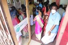 കരുവന്നൂർ സഹകരണ ബാങ്കിൽ നിക്ഷേപകരുടെ തിരക്ക്