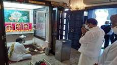 വി.മുരളീധരന് ഒമാനിൽ, രണ്ടു ദിവസത്തെ സന്ദർശനത്തിന് തുടക്കം കുറിച്ചത് മോതീശ്വര് ക്ഷേത്ര ദര്ശനത്തോടെ