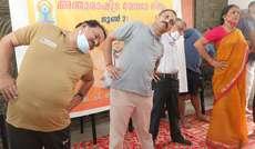 യോഗാ ദിനത്തിൽ തൃശൂർ ബി ജെ പി ജില്ലാ കമിറ്റി ഓഫീസിൽ നടന്ന യോഗാചരണത്തിൽ സംസ്ഥാന പ്രസിഡണ്ട് കെ.സുരേന്ദ്രൻ പങ്കെടുക്കുന്നു