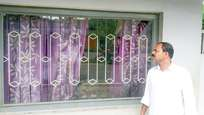 ബിജെപി നേതാവിന്റെ വീടിനു നേരെ രാത്രിയില് ബോംബേറ്: സ്ഫോടനത്തില് സിപിഎമ്മുകാരന്റെ കൈ തകര്ന്നു