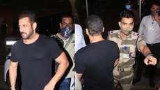 സൽമാൻ ഖാനെ മുംബൈ വിമാനത്താവളത്തിന് പുറത്ത് തടഞ്ഞ് സിഐഎസ്എഫ് ഉദ്യോഗസ്ഥൻ; അഭിനന്ദിച്ച് ഇന്റർനെറ്റ്, വീഡിയോ കാണാം
