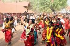 കൊടുങ്ങല്ലൂർ ഭരണിയോടനുബദ്ധിച്ച് നടന്ന അശ്വതി കാവുതീണ്ടൽ
