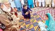 പാക്കിസ്ഥാനില് ഹിന്ദു പെണ്കുട്ടിക്കുനേരെ അതിക്രമം; സിന്ധില് 13-കാരിയെ തട്ടിക്കൊണ്ടുപോയി മതപരിവര്ത്തനം നടത്തി വിവാഹം കഴിച്ചു, കേസ് എടുത്ത് പൊലീസ്