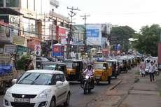 തൃശൂർ എം.ജി റോഡിലെ തിരക്ക്