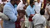 പാര്ട്ടിക്കൊടിയുമായി ബൂത്തില് വോട്ട് പിടിക്കാന് ശ്രമിച്ചുവെന്ന് ആരോപണം; ആറന്മുളയില് സിപിഎം-കോണ്ഗ്രസ് സംഘര്ഷം