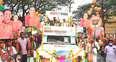 എങ്ങും കുങ്കുമ ഹരിത പതാകകള്; ആവേശത്തേരേറി... കോട്ടയത്ത് മിനര്വ മോഹന്റെ റോഡ്ഷോ
