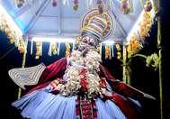 ഉദയനാപുരം ചാത്തന്കുടി ഭഗവതി ക്ഷേത്രത്തില് നടന്ന ഗരുഡന് തൂക്കം
