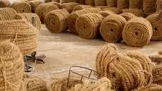 ഇനി കയര്പേപ്പറില് തീര്ത്ത തപാല് കവറും; പുതിയ പ്രവര്ത്തനവുമായി കയര്ബോര്ഡ്