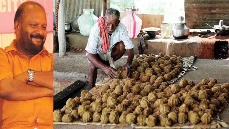 സര്ക്കാര് സൗജന്യമായി ഭക്ഷ്യയോഗ്യമല്ലാത്ത ശർക്കര: മറയൂർ കർഷകർക്ക് കൃഷിമന്ത്രിയുടെ പഞ്ചാരവാക്കും
