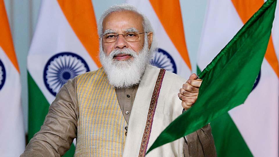 ഡ്രൈവര് ഇല്ലാത്ത  ആദ്യ ട്രെയിന് സര്വീസ് ദല്ഹിയില്: പ്രധാനമന്ത്രി നരേന്ദ്ര മോദി  ഉദ്ഘാടനം ചെയ്തു