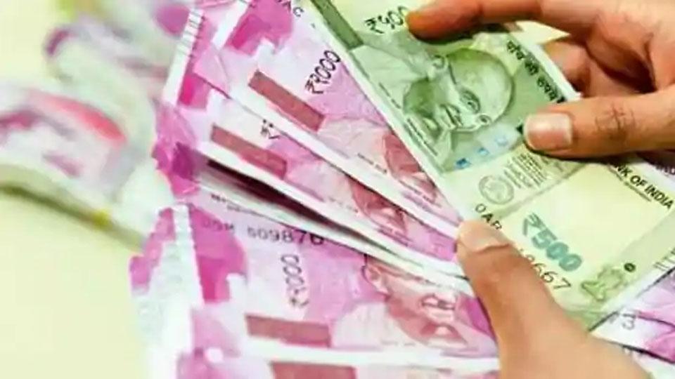 ഏഷ്യയിലെ കരുത്തുറ്റ കറൻസിയായി രൂപ കുതിക്കുന്നു; മഹാമാരിയെ രാജ്യം കീഴടക്കുന്നതിന്റെ ലക്ഷണങ്ങൾ രൂപയിൽ പ്രതിഫലിച്ചു